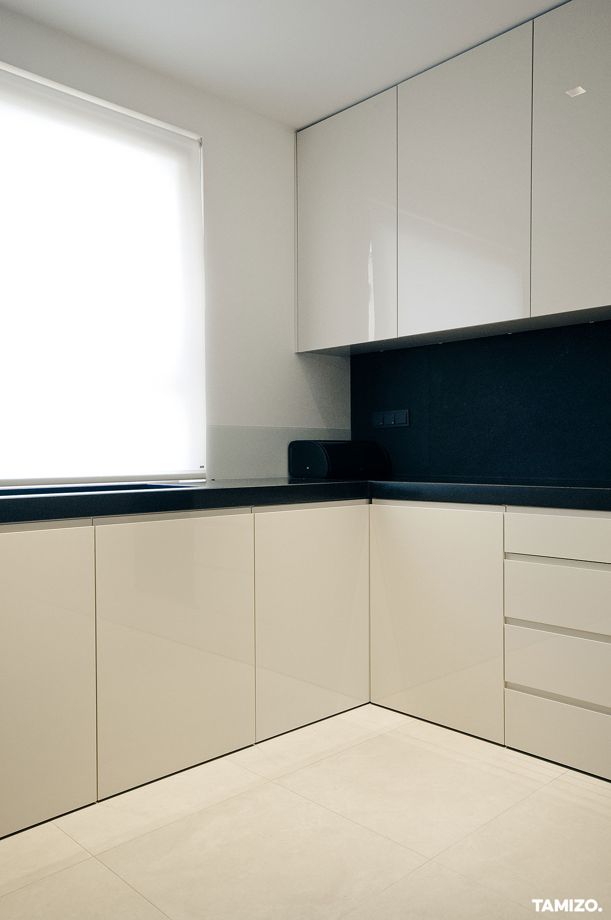 I045_tamizo_architekci_projekt-wnetrz-mieszkanie-lodz-nowoczesne-apartament-03